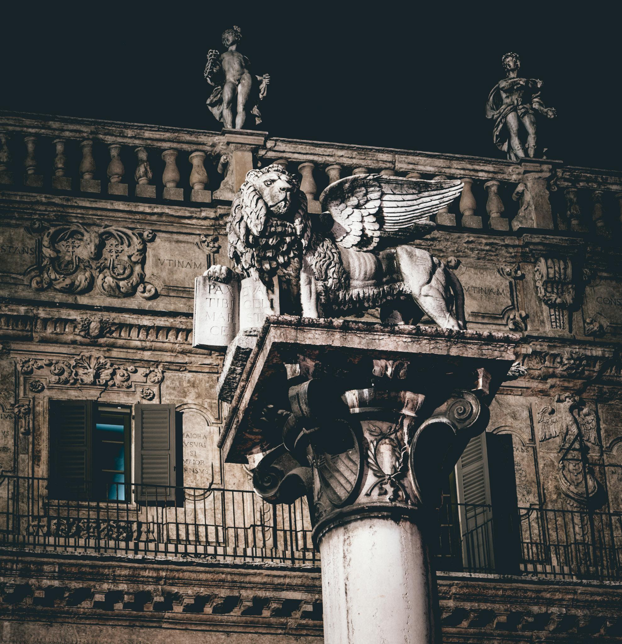 Italy : Verona : Piazza delle Erbe