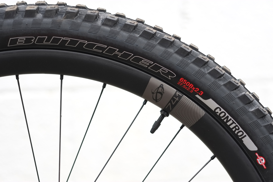 Ibis+741+Carbon+wheelset+with+Specialized+Butcher+tiresIbis+741+Carbon+wheelset+with+Specialized+Butcher+tires.jpeg