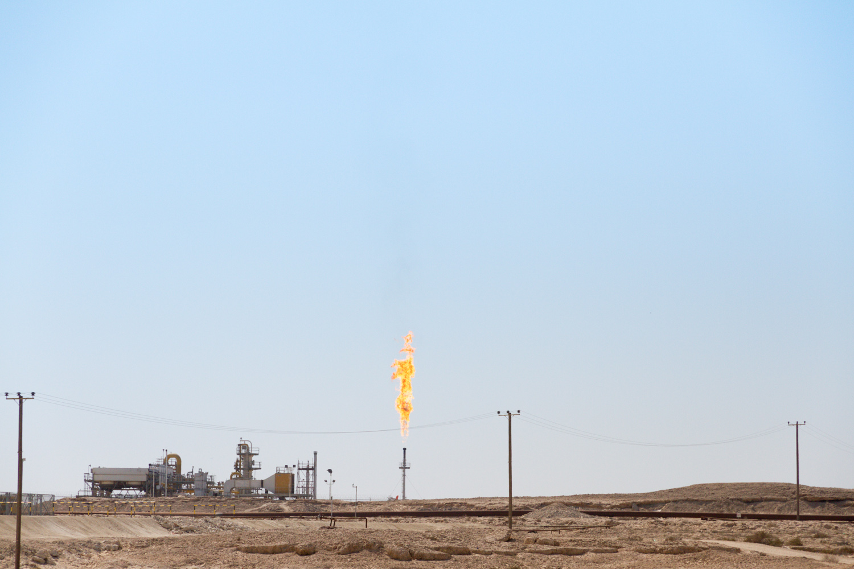 Christian-Schaffer-Bahrain-Desert-Oil-Fields.jpg