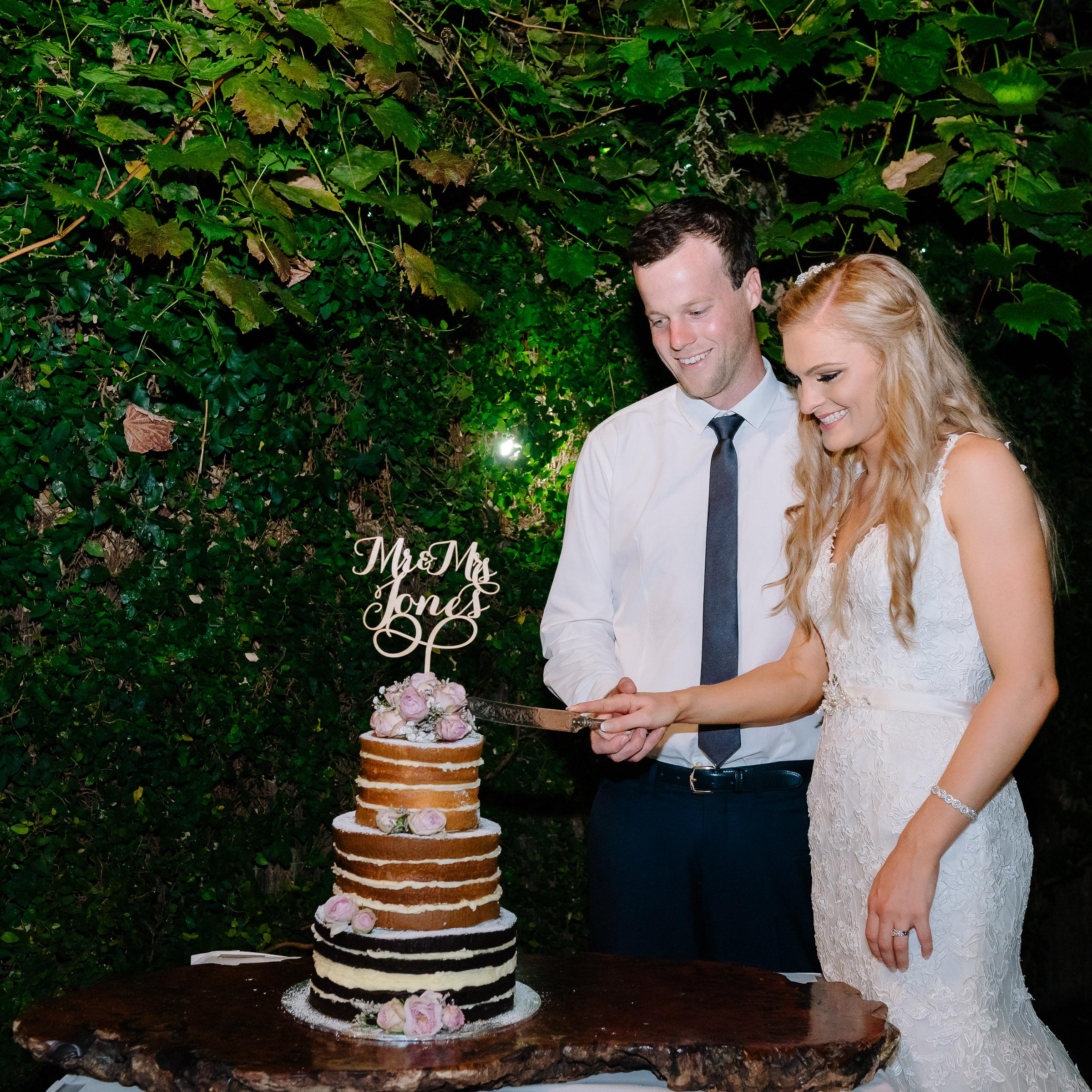 Radcliffes Wedding Cake Cutting - Wedding Photographer Echuca