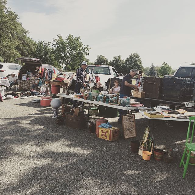 It's a beautiful day and the sales are good! Come and discover the vintage treasures, sweets, and deals to be found at Junk in the Trunk!  9am to 12pm. Free Parking  #downtownkennewick #junkinthetrunk #yardsale #shopkennewick #vintage