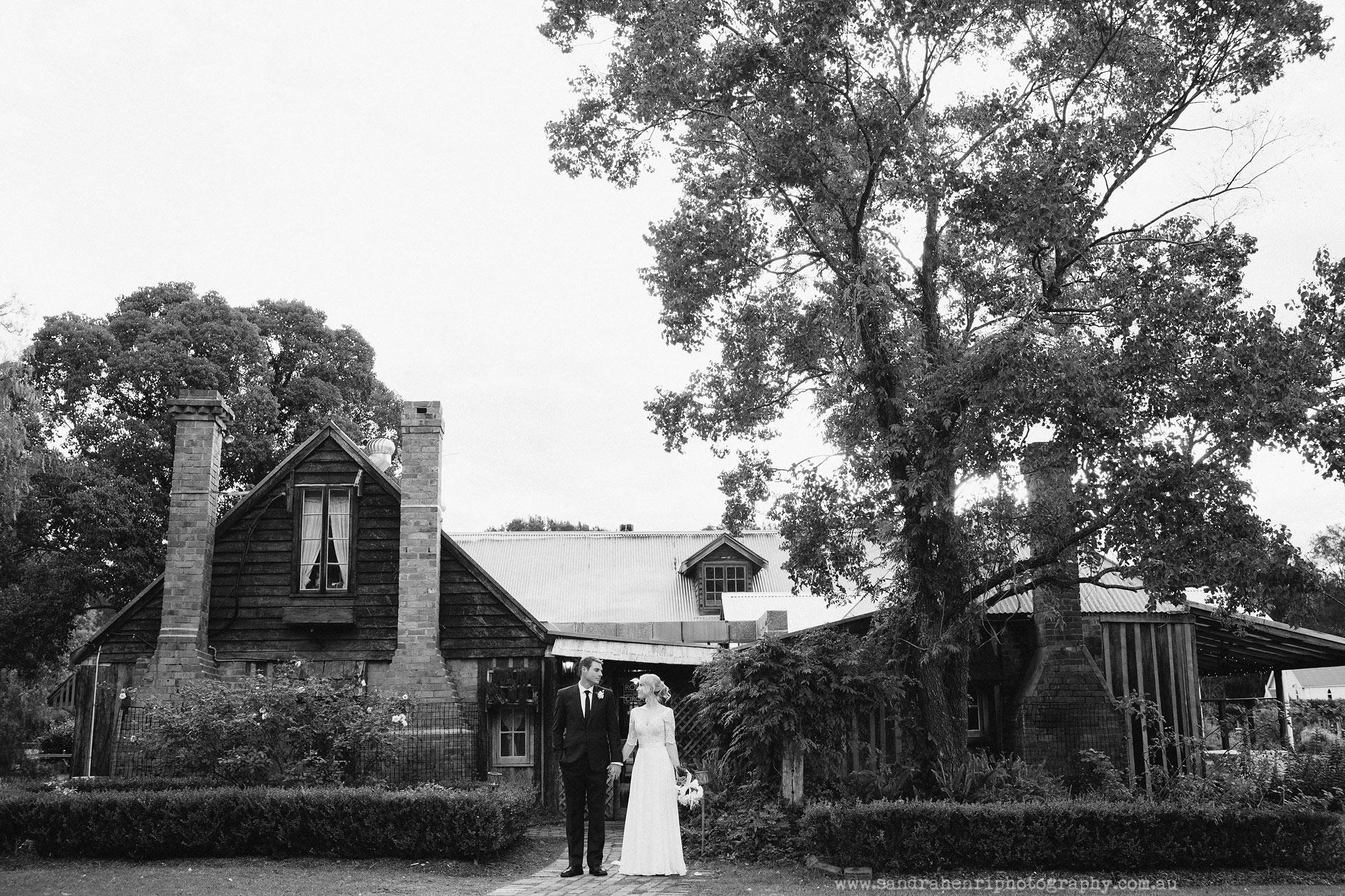 Roberts-Restaurant-garden-wedding-images-28.jpg