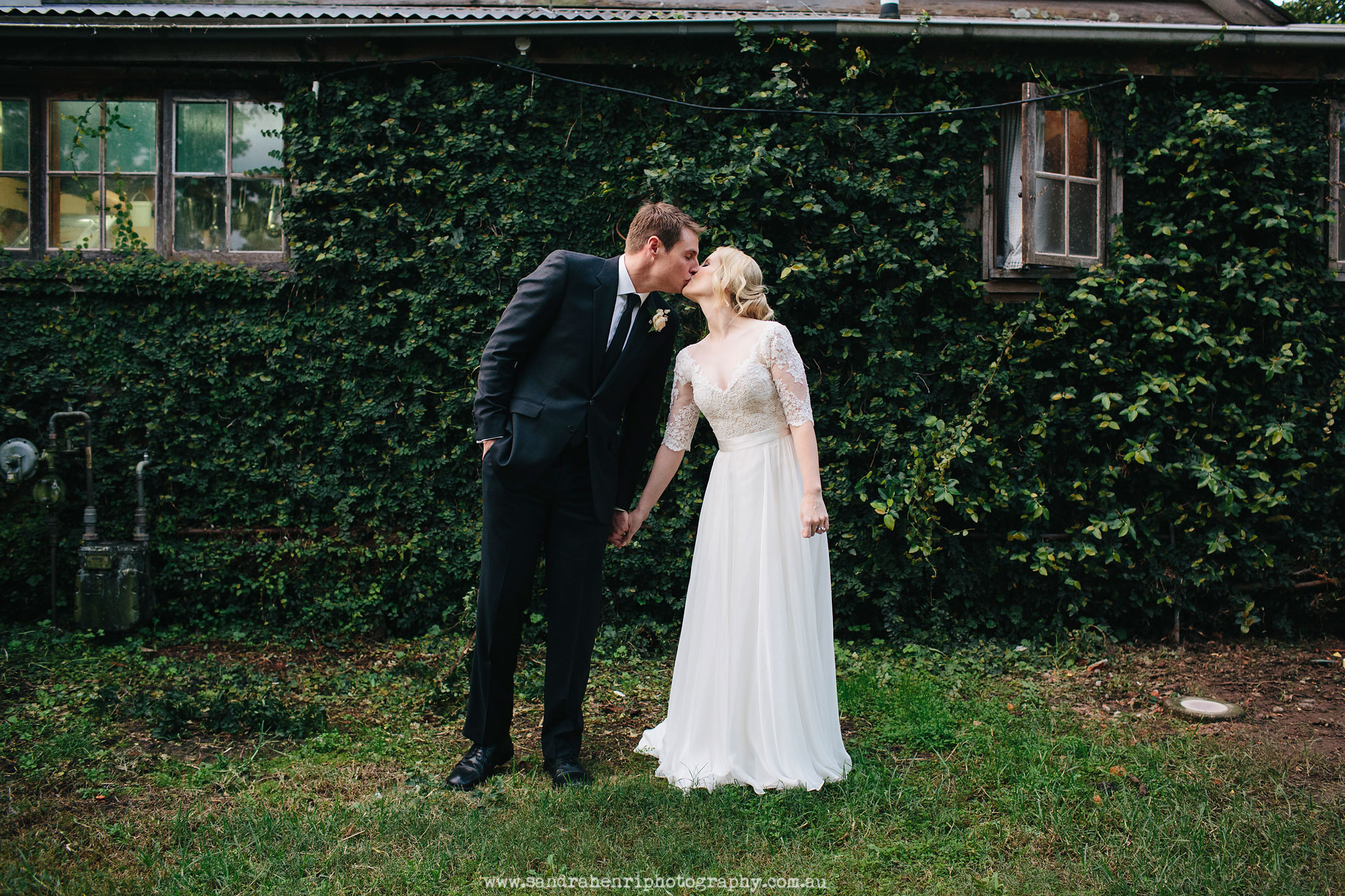 Roberts-Restaurant-garden-wedding-images-31.jpg