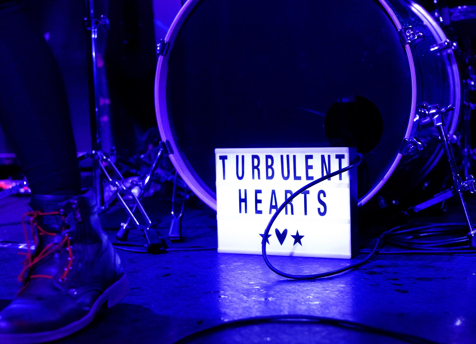Suzi Moon Wrecks The Stage In Turbulent Hearts Gig — Psyko Boys