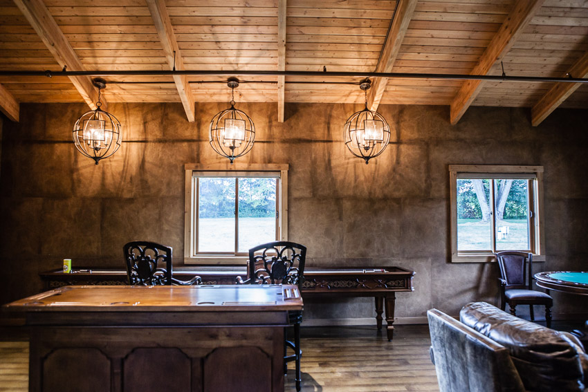 The barn at Sycamore farms has a wonderful room for the groom and groomsmen to hand out in on the wedding day.
