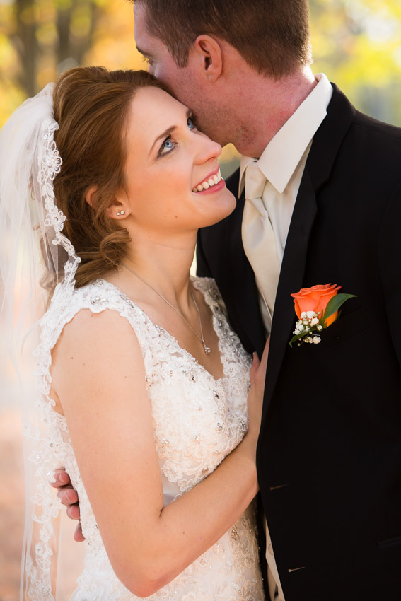gorgeous fall wedding pics at Oaklands Mansion
