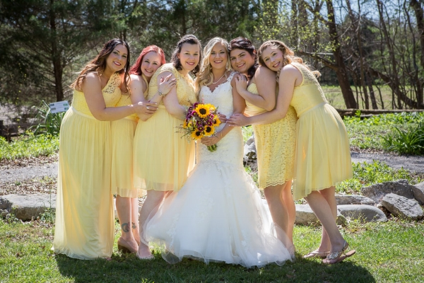 bride-with-her-bridesmaids-yellow-dresses.jpg