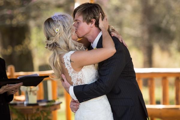 couples-first-kiss-nashville-wedding-photographer.jpg
