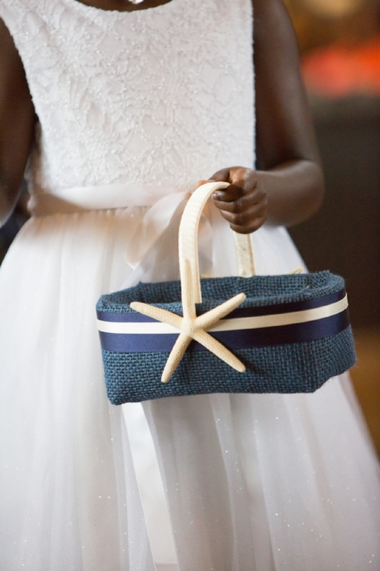 Flower girl basket with shell
