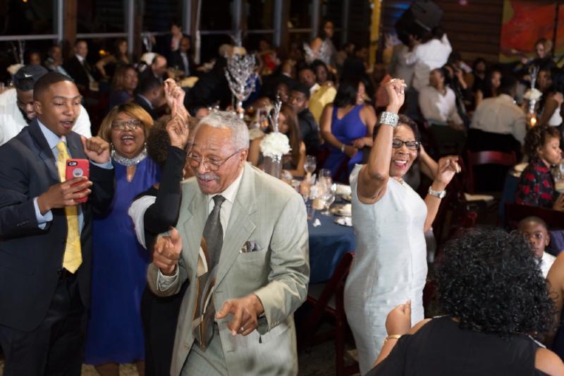 guests-dancing-Nelson-Andrews-Leadership-Lodge-wedding.jpg