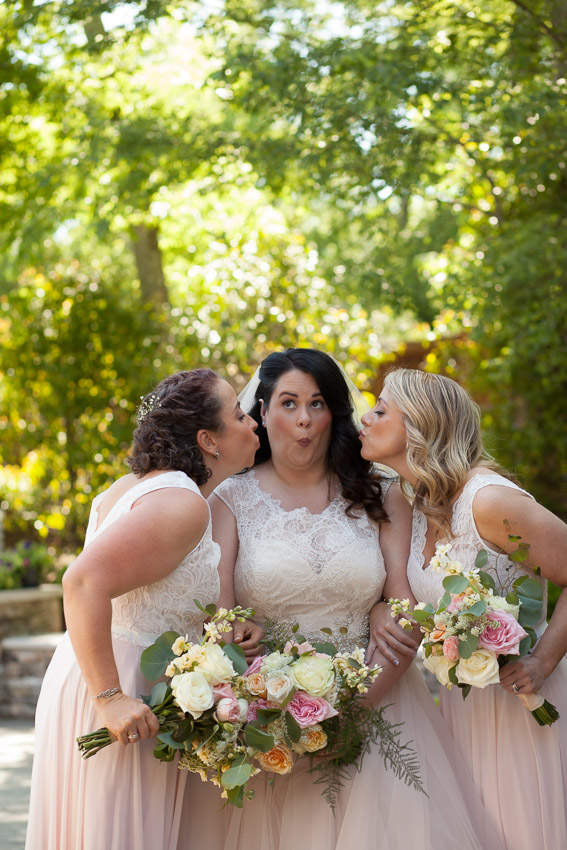 This amazing bride made all of our own florals for the wedding day. Gorgeous Christina!
