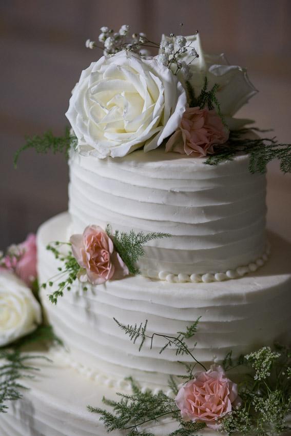 perfect-wedding-cake-nashville-wedding.jpg