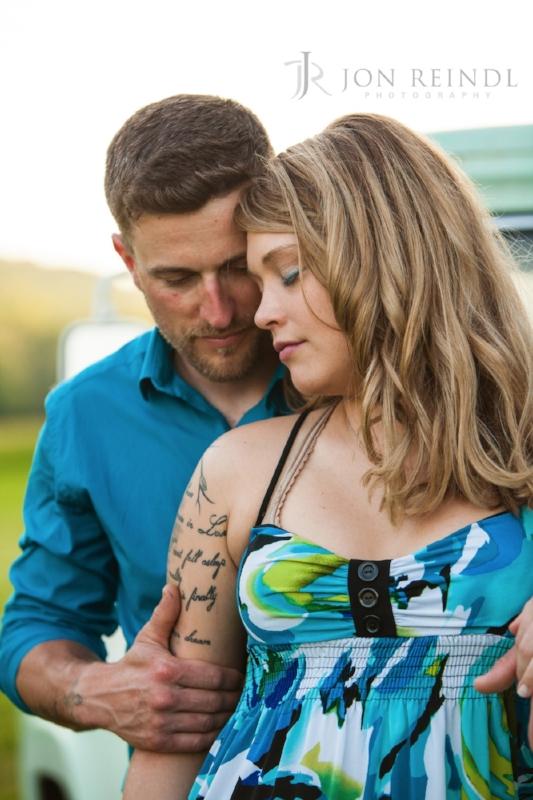 sweet-couple-photo-session-Drakewood-Farm-Nashville.jpg