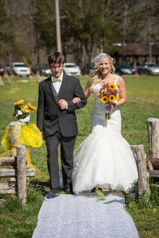 So many beautiful pops of yellow for the wedding day and perfect sunshine to match.