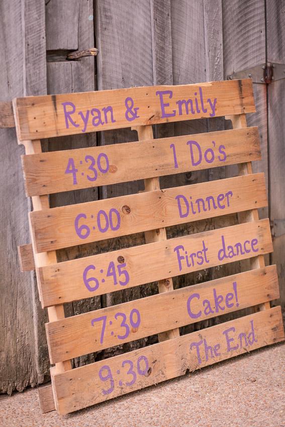 pallet-sign-for-barn-wedding.jpg