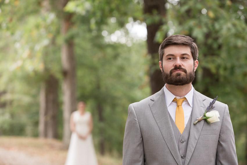 smiley-hollow-first-look-groom-photo.jpg