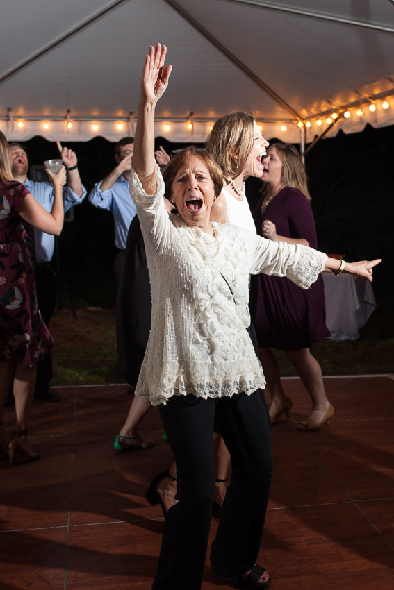 guest-dancing-at-wedding.jpg