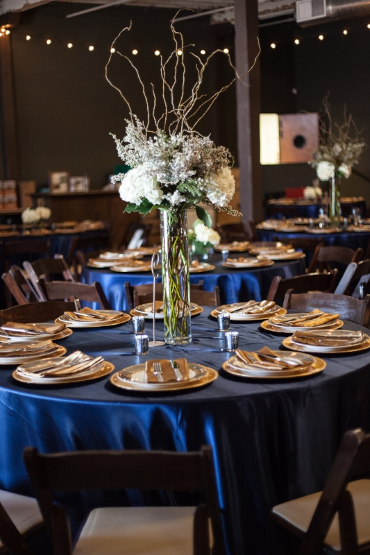 Table Centerpiece at Nelsons Greenbrier Distillery by:  Geny's Flowers