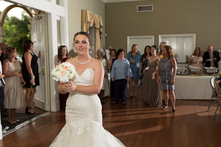 wedding-bouquet-toss.jpg