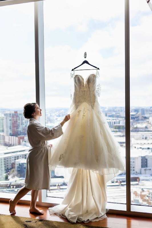 Westin-Nashville-Wedding-Bride-with-dress.jpg