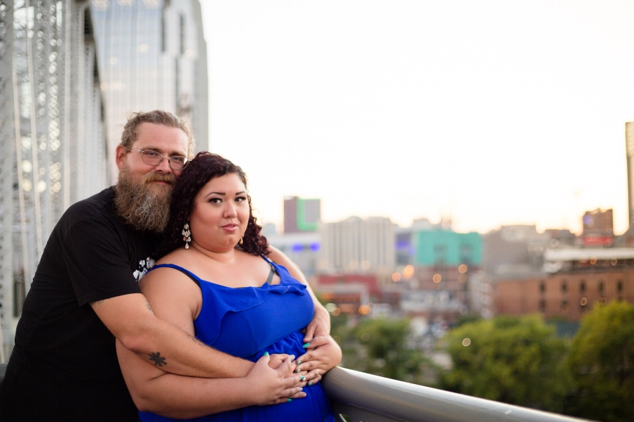 engagement-photo-pedestrian-bridge-nashville.jpg