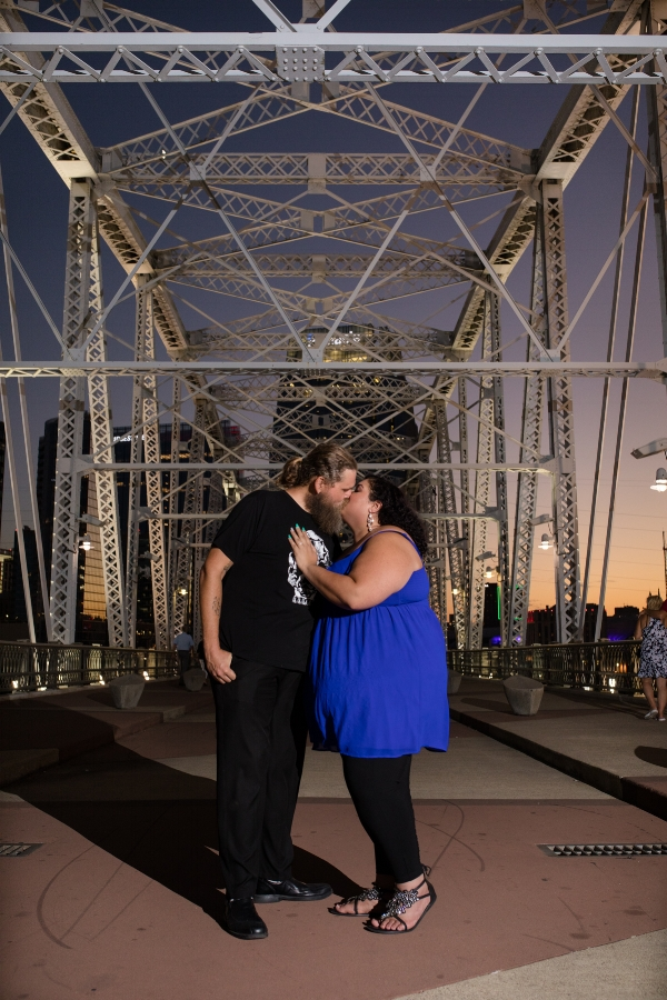 nashville-night-engagement-photo-pedestrian-bridge.jpg