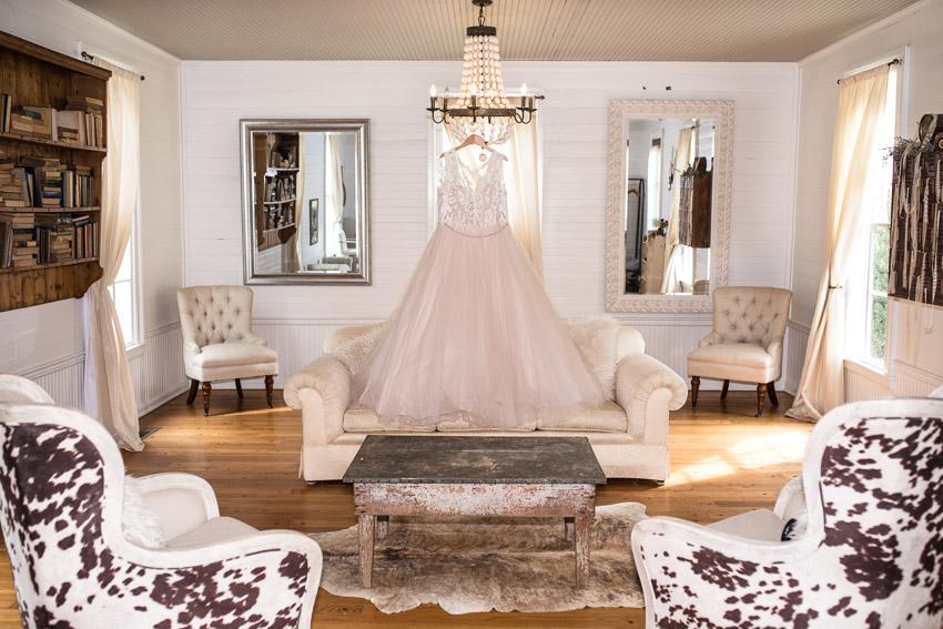 brides-getting-ready-room-homestead-manor.jpg