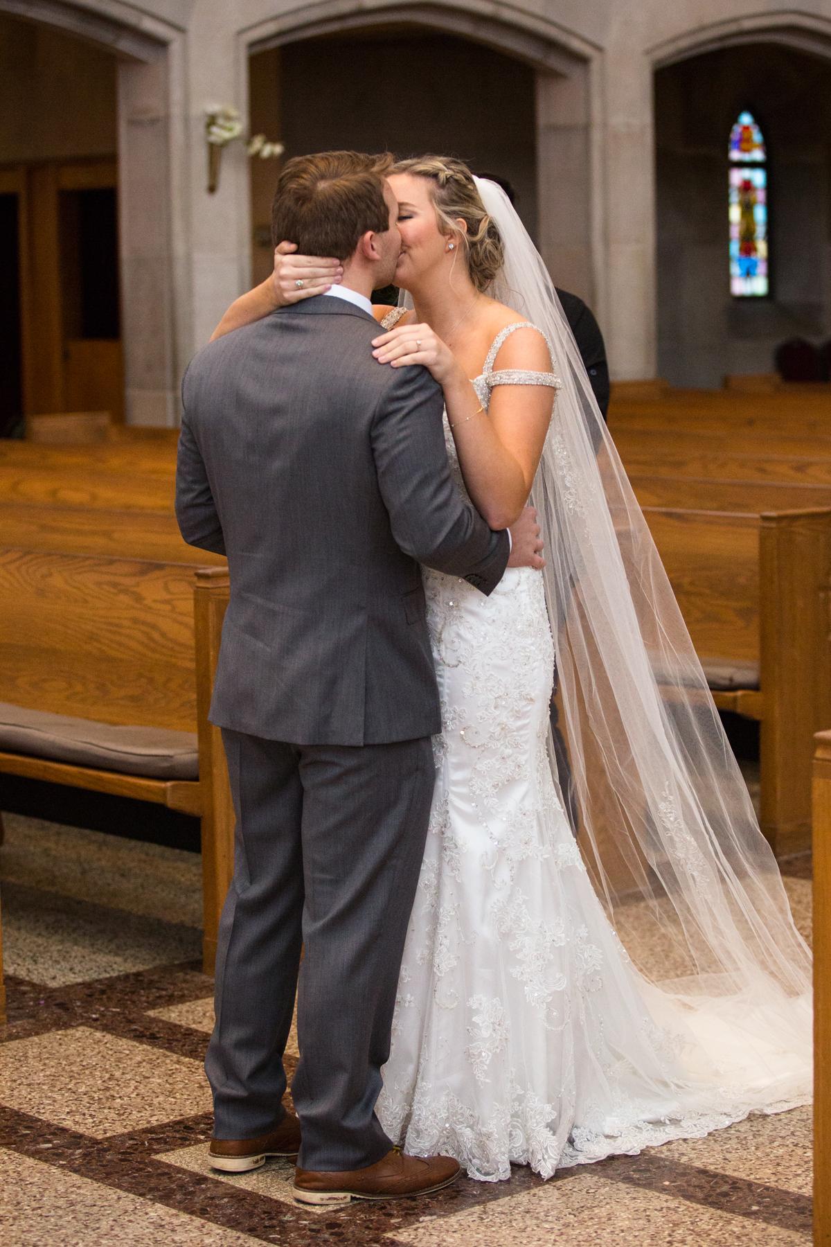Kelli-and-Matt-Nashville-Wedding-Sneak-Peak-0111.jpg