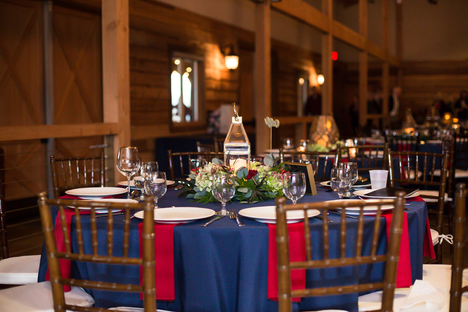 reception-decor-at-sycamore-farms.jpg