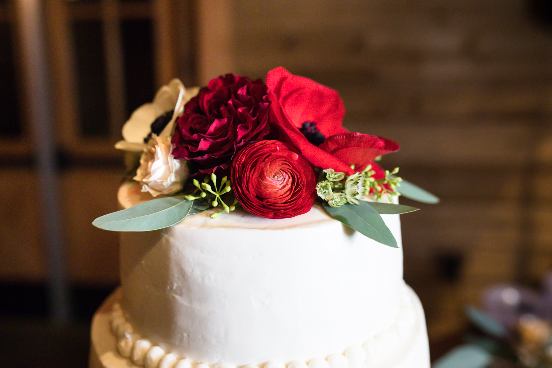stunning-winter-wedding-cake.jpg