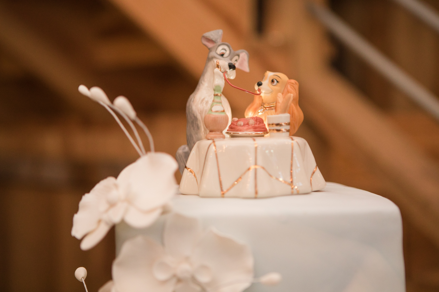 wedding-cake-topper-lady-and-the-tramp.jpg