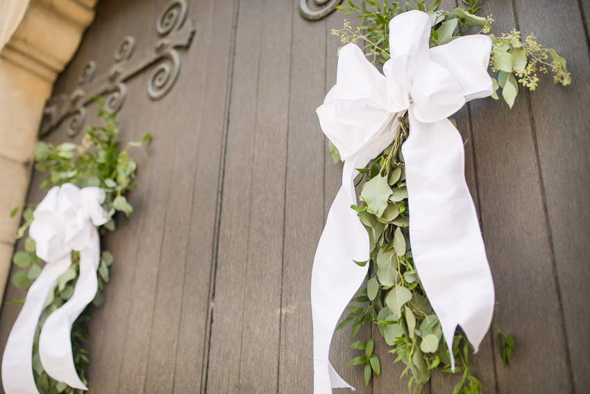 We love when the church doors have floral…so romantic!
