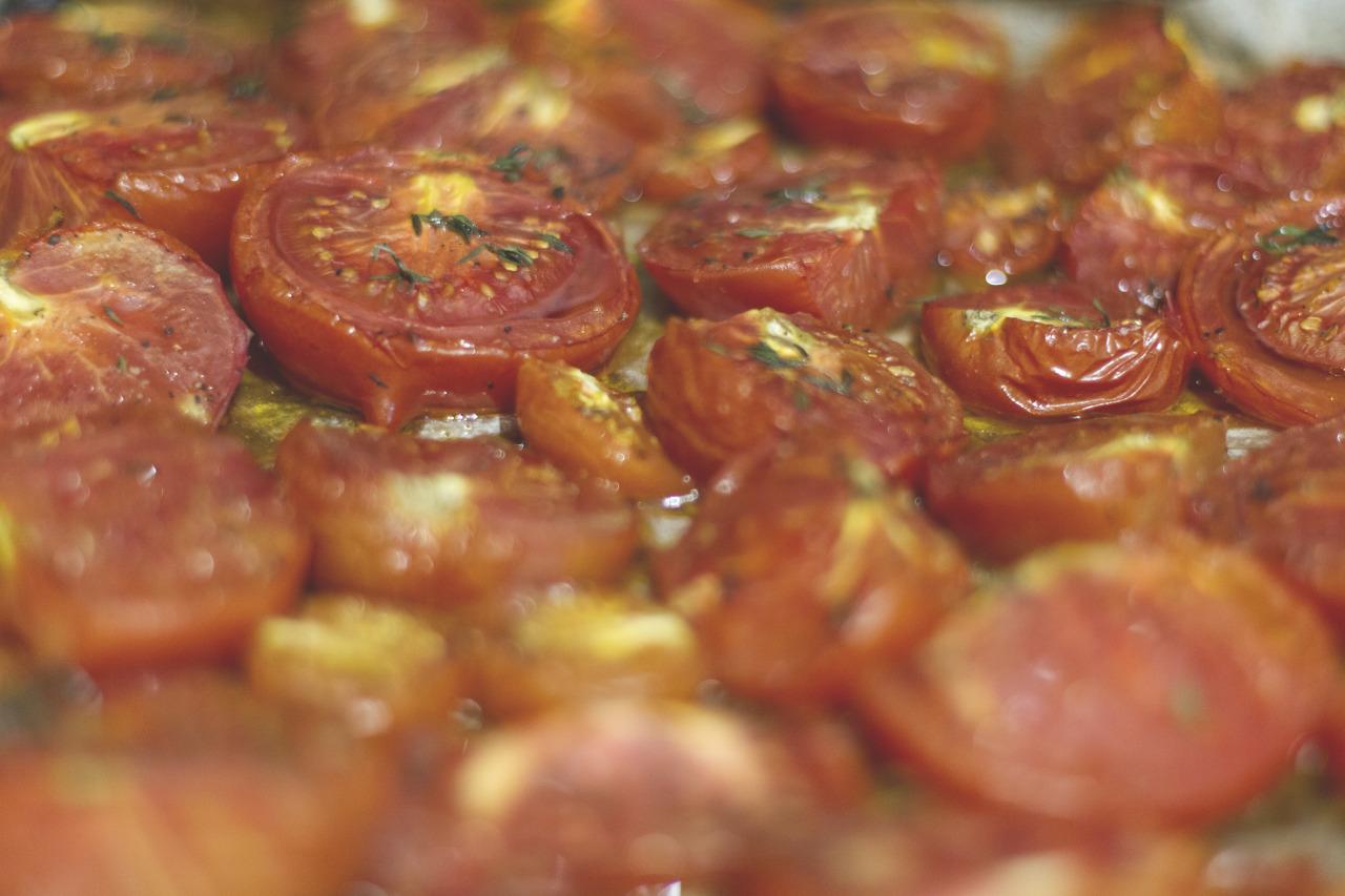 So many tomatoes .