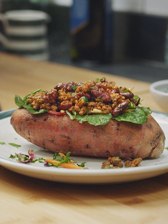 beef-chilli-con-carne-sweet-potatoes-585x780.jpg