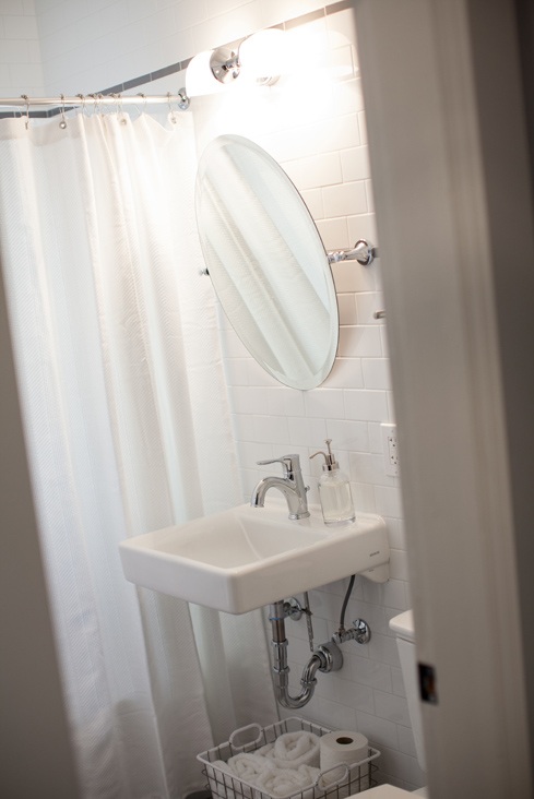 vintage bathroom.jpg