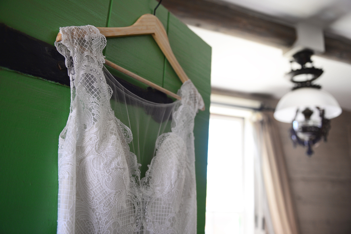 lace wedding dress.jpg