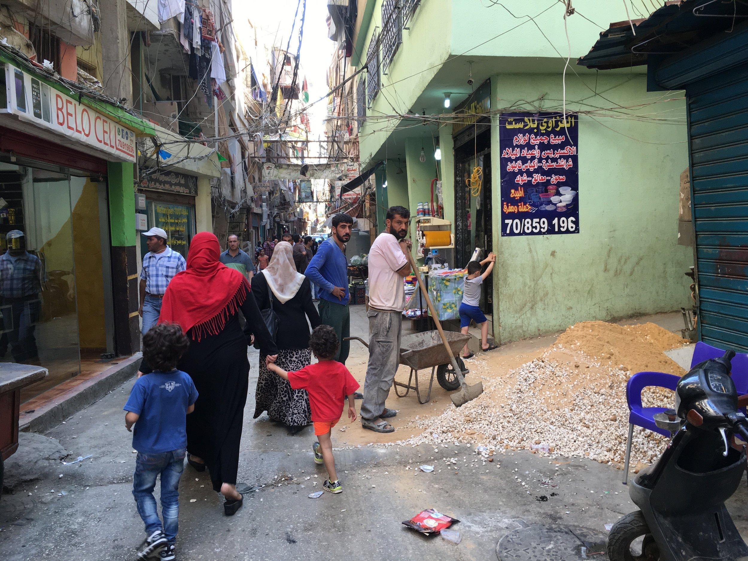 Flyktinglägret Shatila i Beirut, platsen för en massaker 1982. Här bor både utblottade palestinier och syrier idag. Foto: Bitte Hammargren
