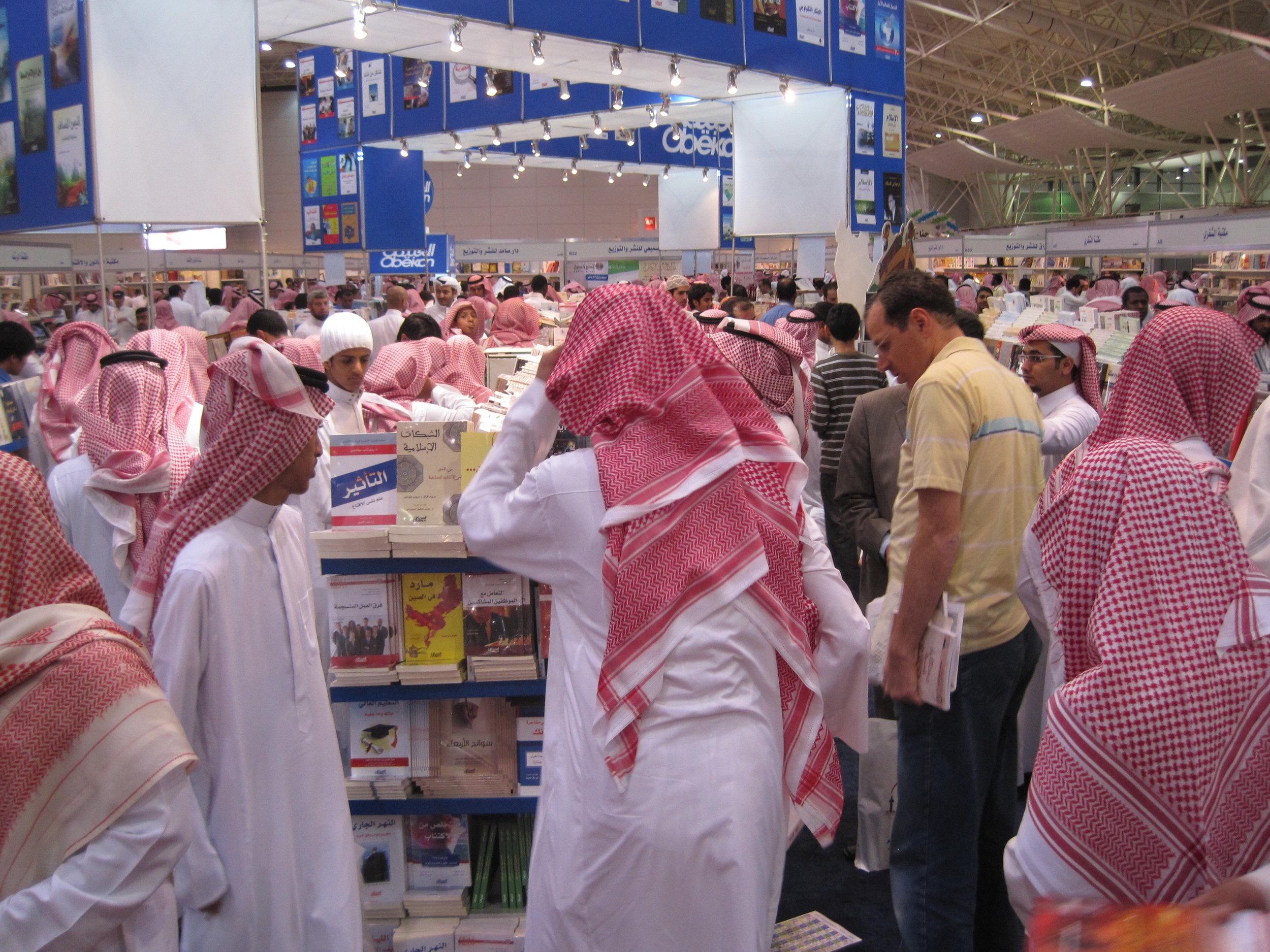 På Bokmässan i Riyadh mars 2011, där bara manliga kunder var välkomna på vuxnavdelningen. Foto: Per Luthander