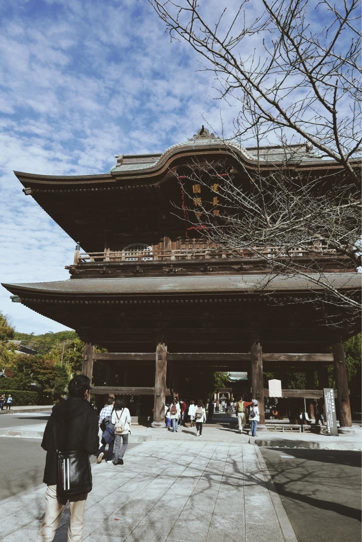 Passing through  Sanmon,  the Main Gate at Kencho-ji.