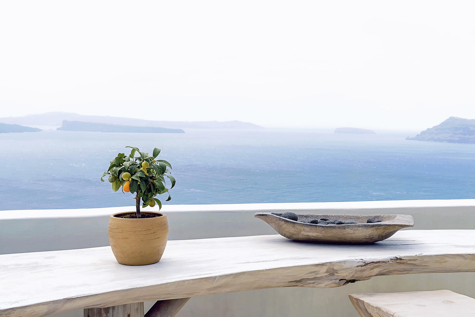 PEACEFUL....SANTORINI, GREECE.