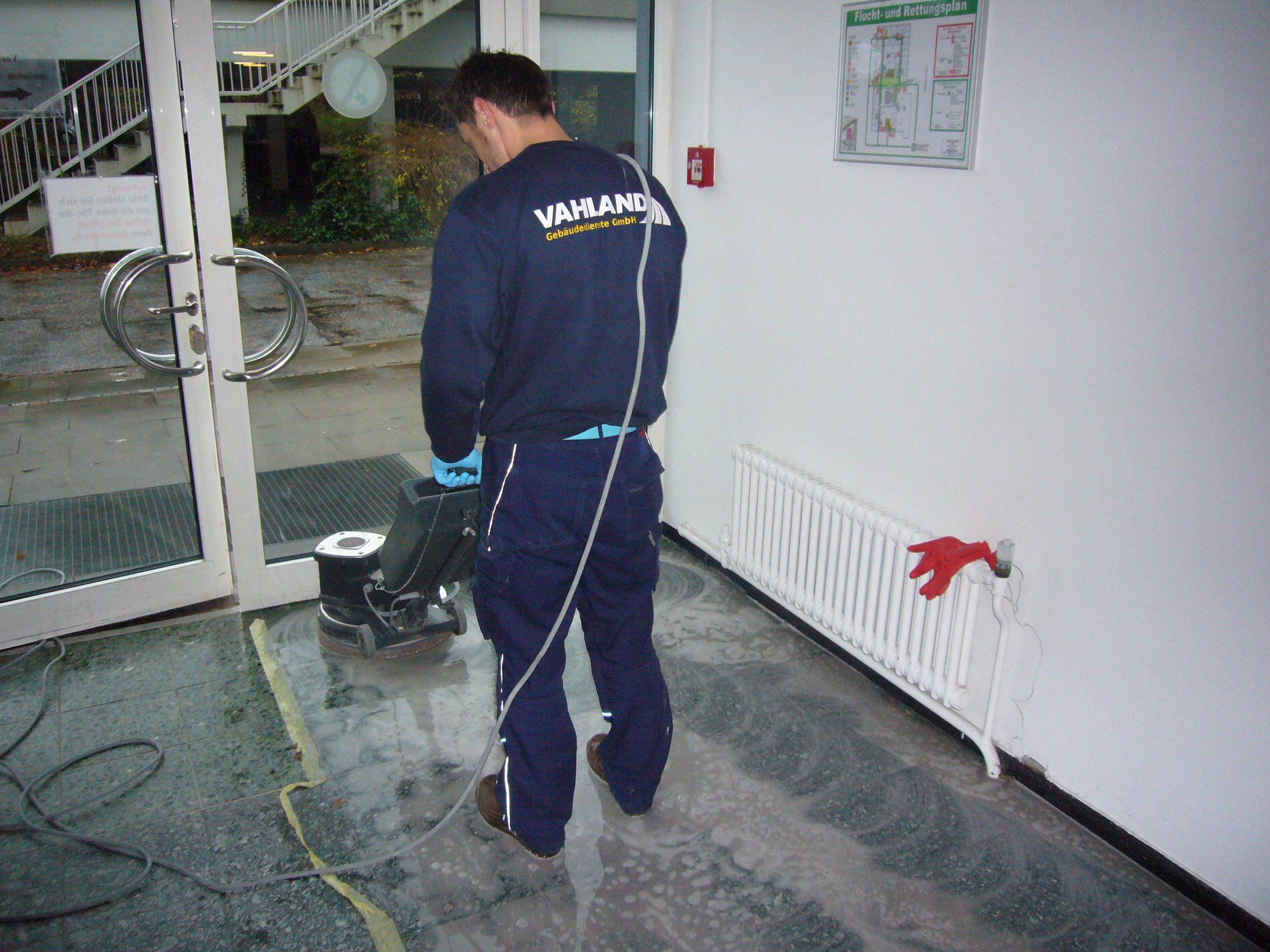Aufarbeitung von Steinfußböden