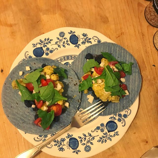 Made a very colorful dinner tonight 🌈 . . . #tacos #bluetortillas #aesthetic #homecooked #yum