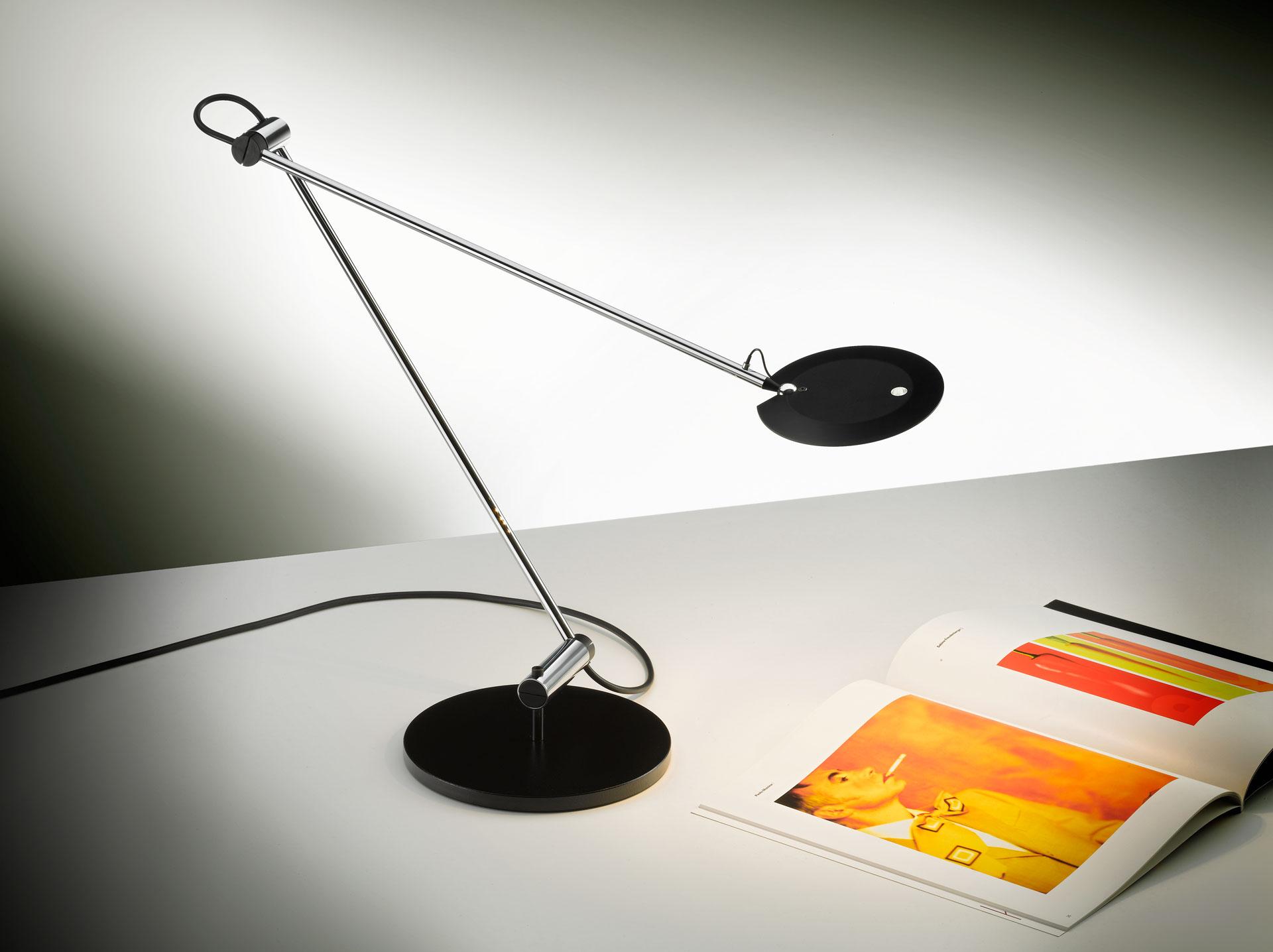 Tischleuchte PINA , schwarz CHF 785.00 LED Auch erhältlich in Alu.