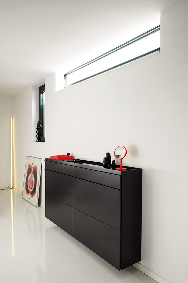 basic-schuhschrank-klappenschuhschrank-schwarz-schoenbuch-beauty-schminkspiegel-neonorange-hesperide-kaestchen-neonorange-frame-leuchte-stableuchte-wei·-colour-dolls-schwarz-am-2.jpg