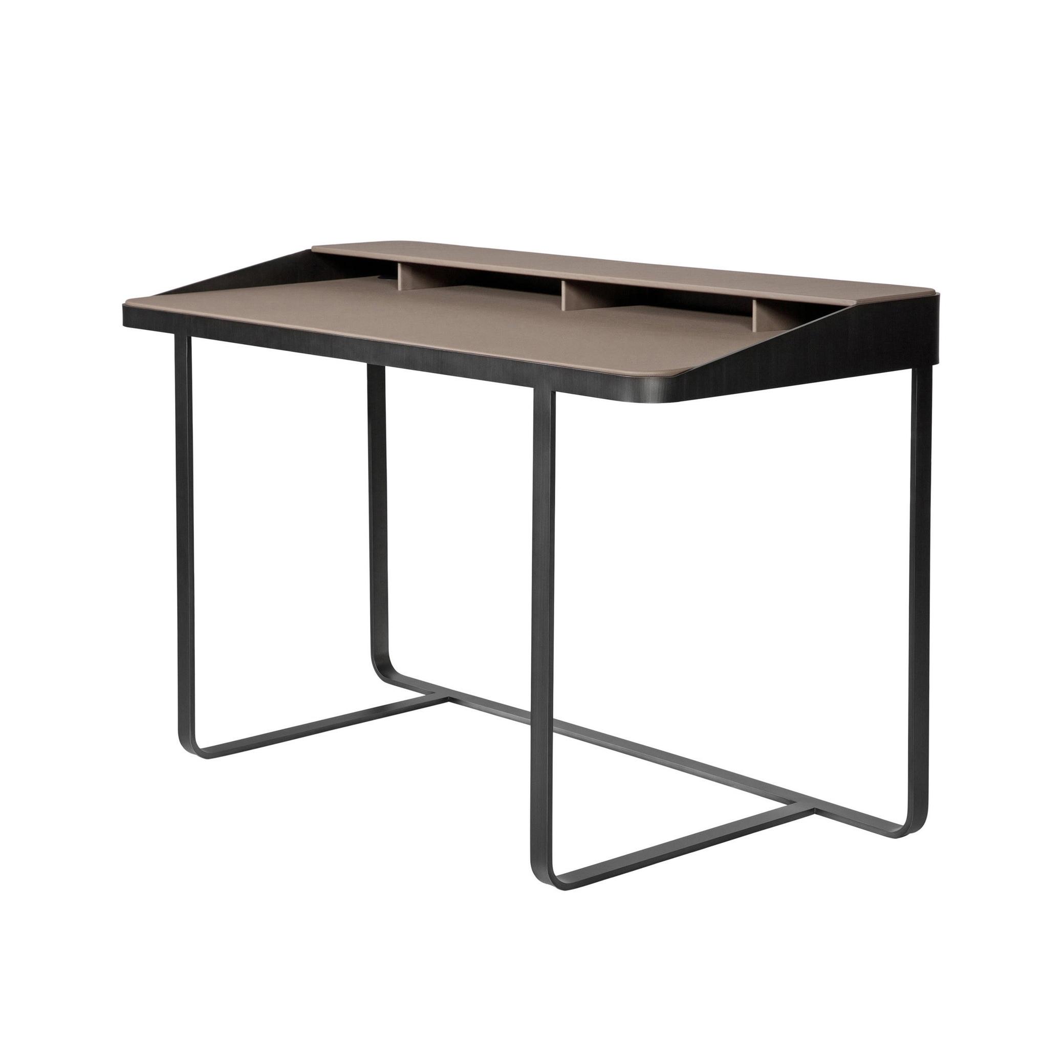 Schreibtisch TWAIN  CHF 2'250.00 Lederbezogen Masse: B 125, T 62, H 79 cm