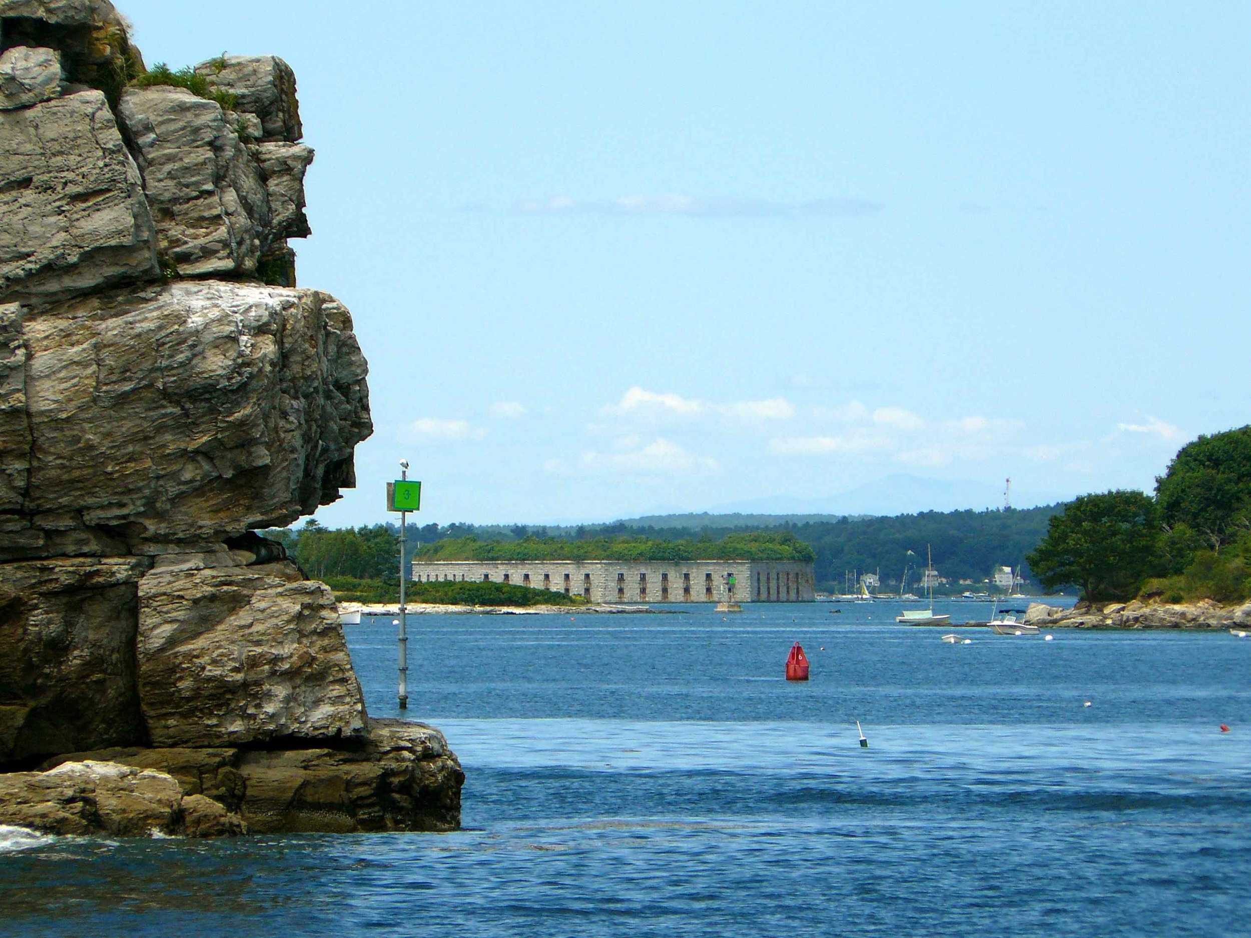 Fort_Gorges_seen_from_Atlantic_Ocean_July_2012.jpg