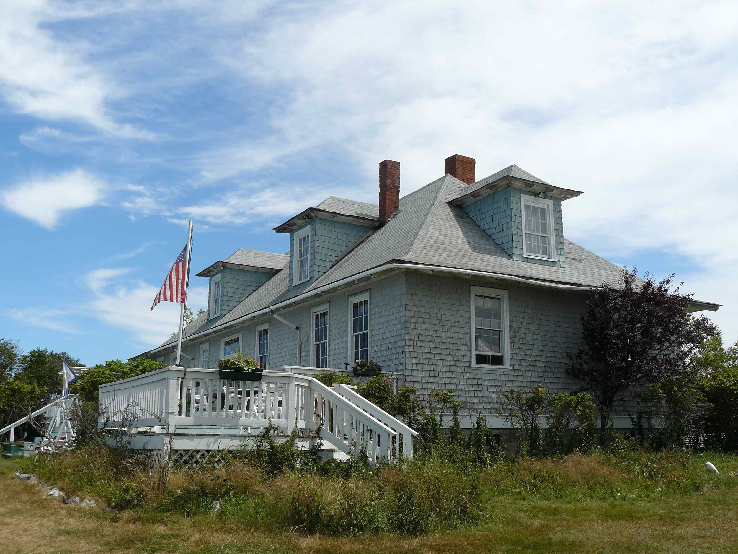 House_Island_July_2012_80_detention_barracks.JPG