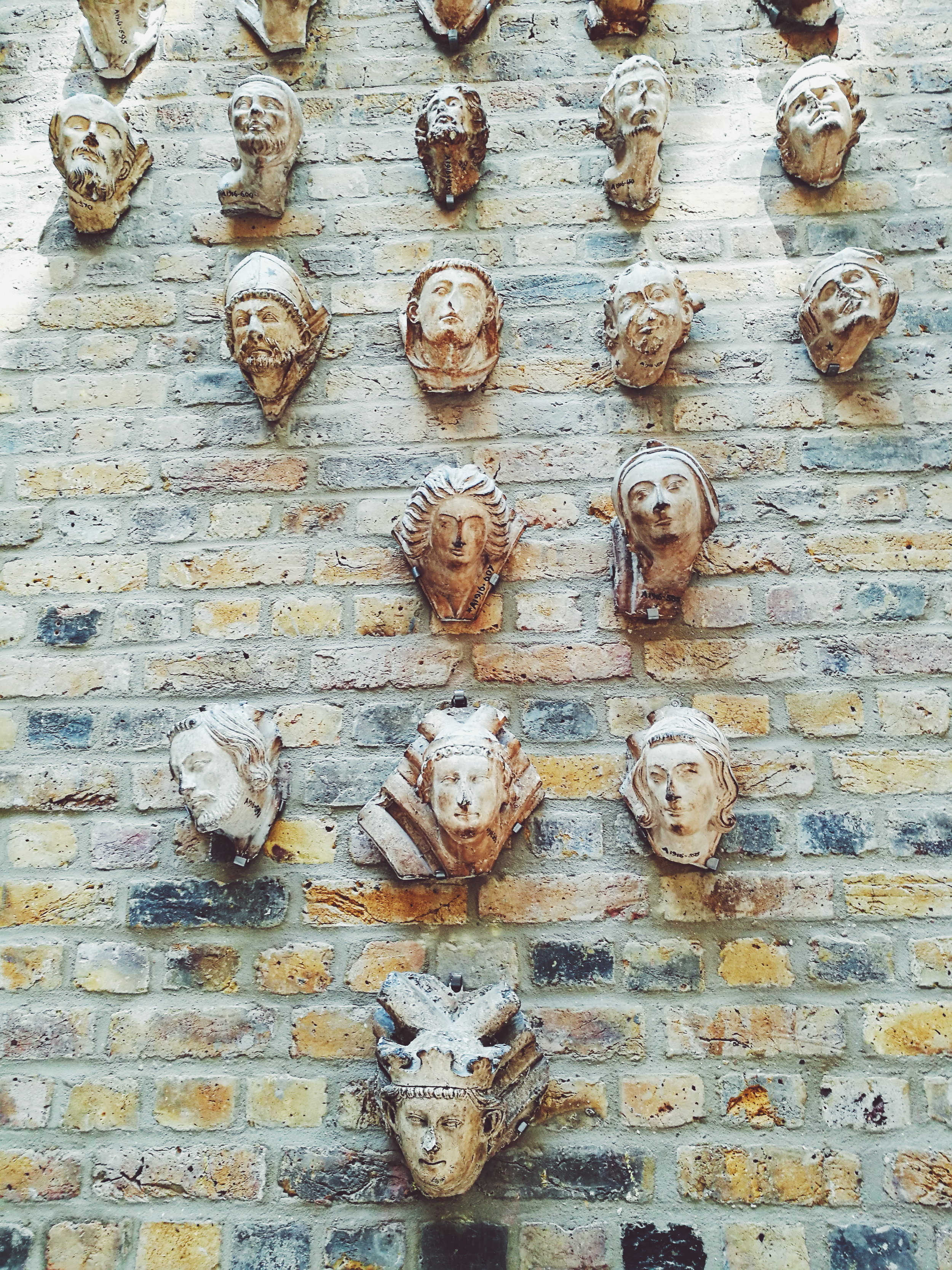 The wall of heads.