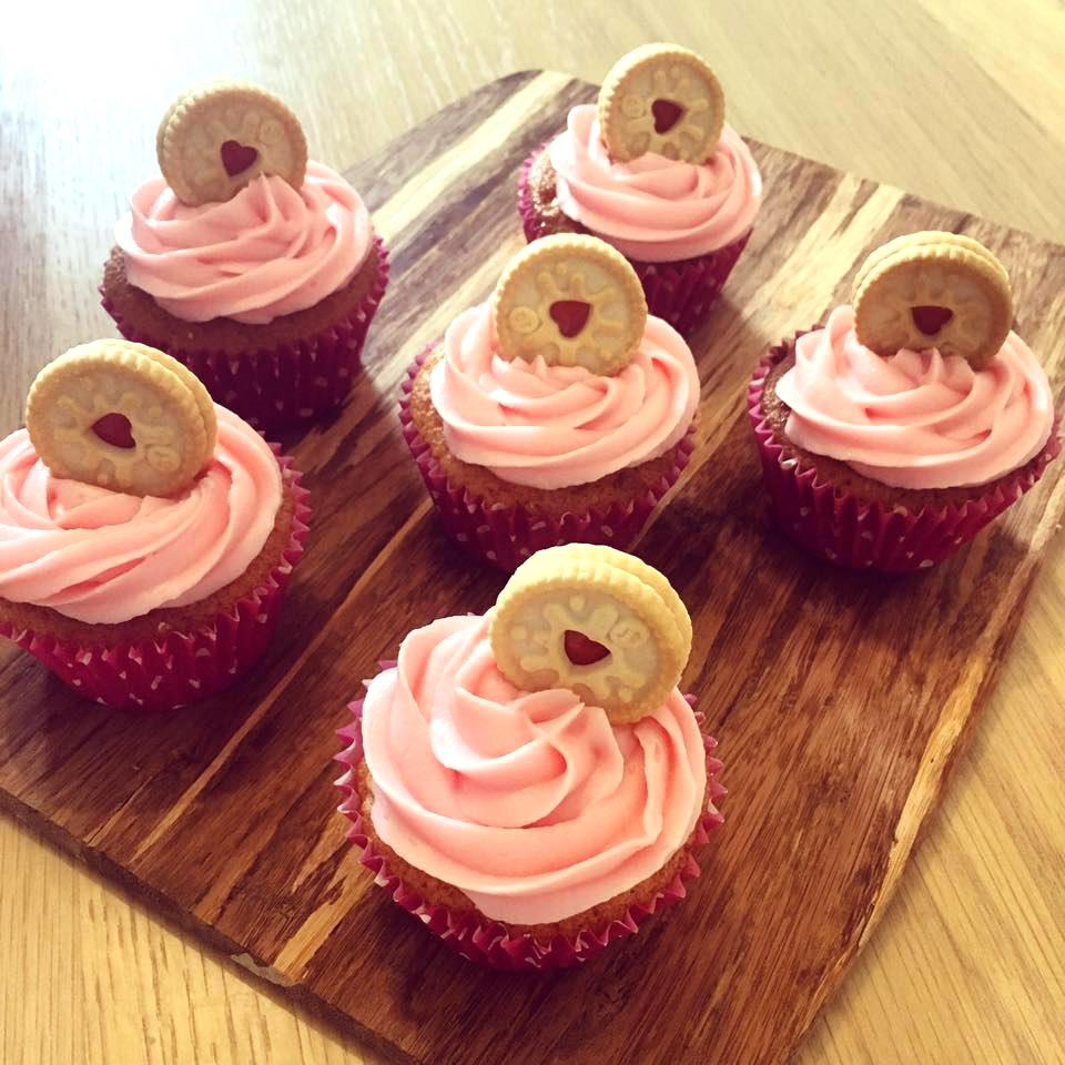 jammie dodger cupcakes .jpg