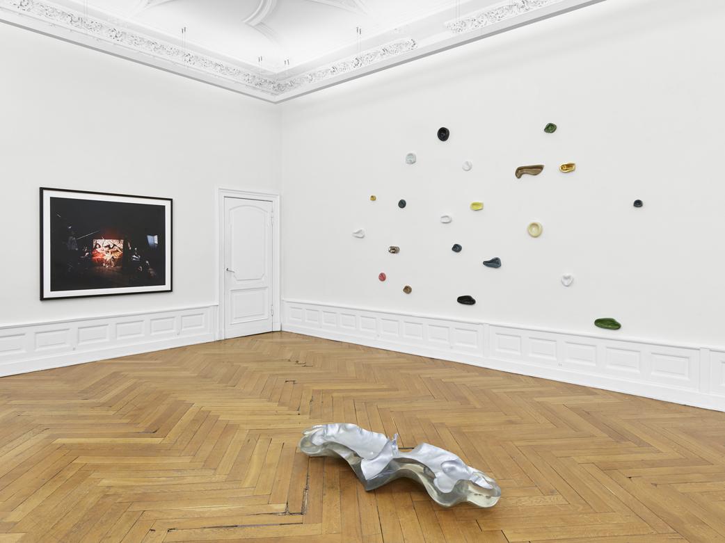02_satisfy me_Sammlung Wemhoener_installation view, photo©def_image.jpg